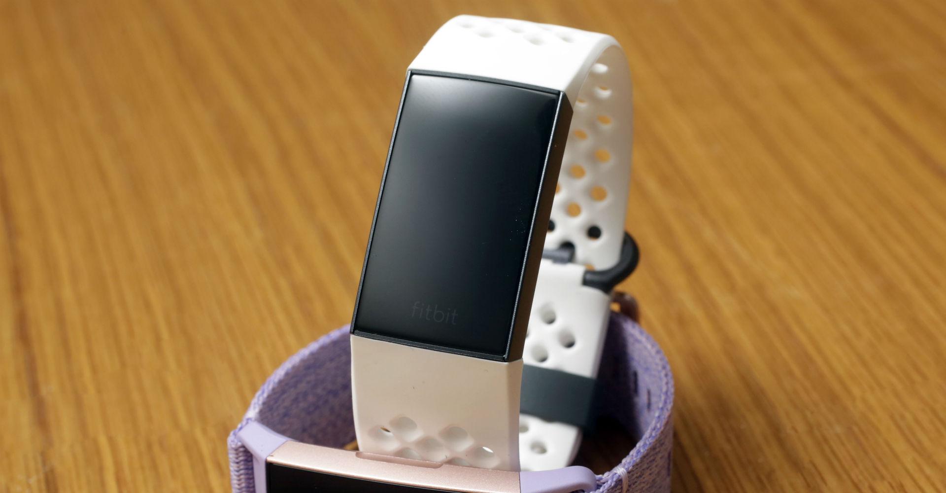 Die Fitbit Charge 3 in Weiß.