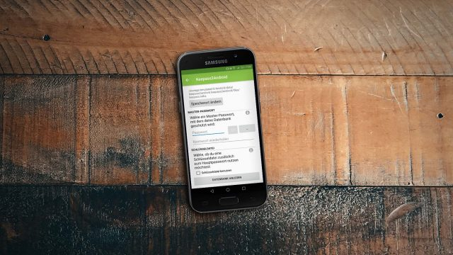 Android-Smartphone mit installiertem Keepass2Android