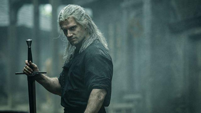 """Schauspieler Henry Cavill als der Hexer in der Netflix-Serie """"The Witcher""""."""