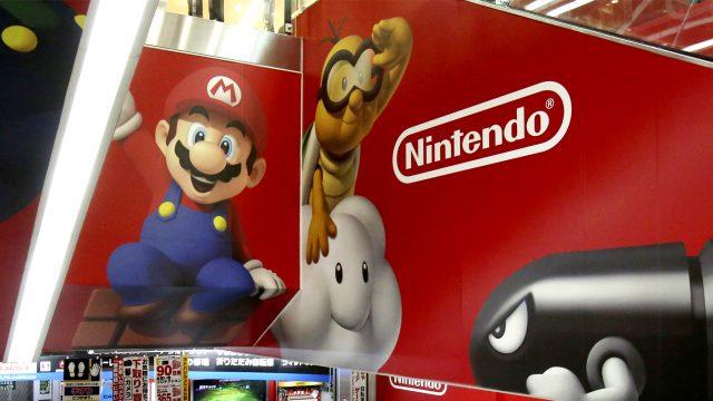 Nintendo Switch vs. Nintendo Switch Lite.