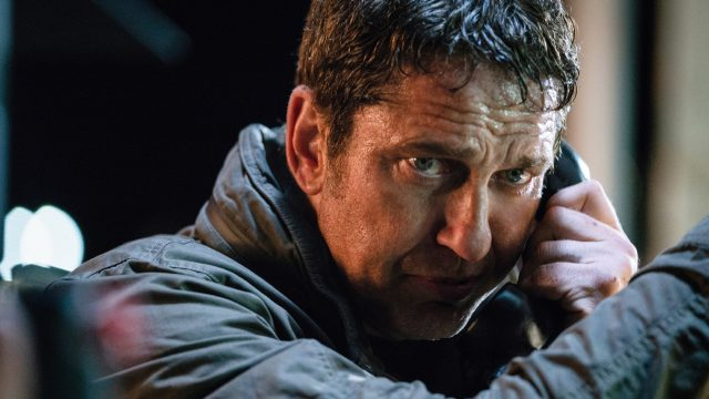 "Gerard Butler als Mike Banning in ""Angel has Fallen"" am Telefon"