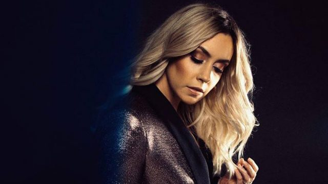 Sängerin Ruelle: Where We Come Alive - CallYa Digital Kampagnensong