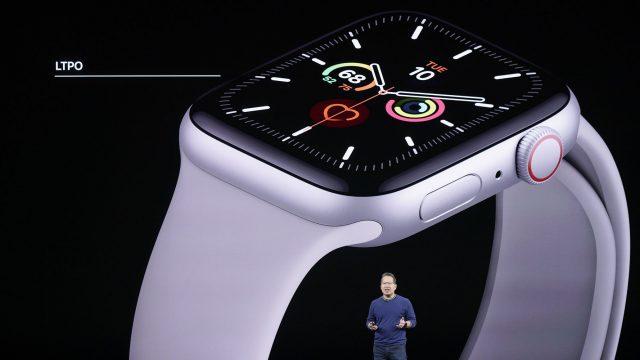 Die Apple Watch Series 5 wird auf der Bühne vorgestellt.