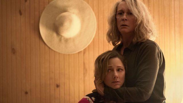 """Judy Greer und Jamie Lee Curtis im Film """"Halloween""""."""