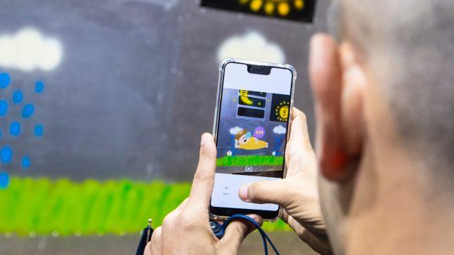 Mark-AR-App-User erstellt AR-Graffiti mit. Foto: Mark AR