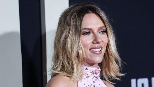 Black-Widow-Darstellerin Scarlett Johansson bei einer Filmpremiere.