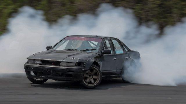 """Auto driftet auf der Rennstrecke wie bei """"Fast & Furious""""."""