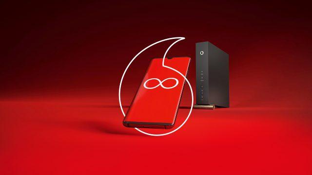Ein Smartphone und der Vodafone Cable-Router.