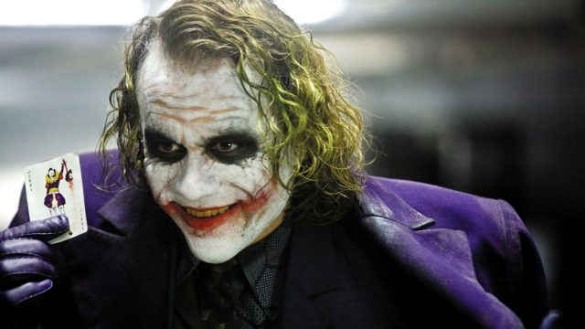 "Heath Ledger als Joker im Superheldenfilm ""The Dark Knight""."