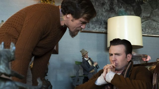 "Bild aus dem Film ""Knives Out"" mit Michael Shannon und Chris Evans."