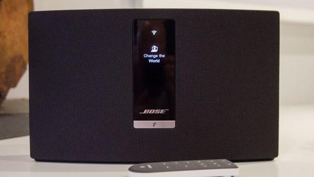 Der aufgestellte Lautsprecher Bose SoundTouch 30.