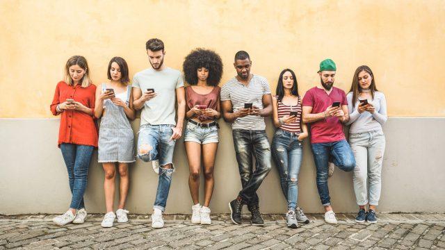 Gruppe von Smartphone-Nutzern