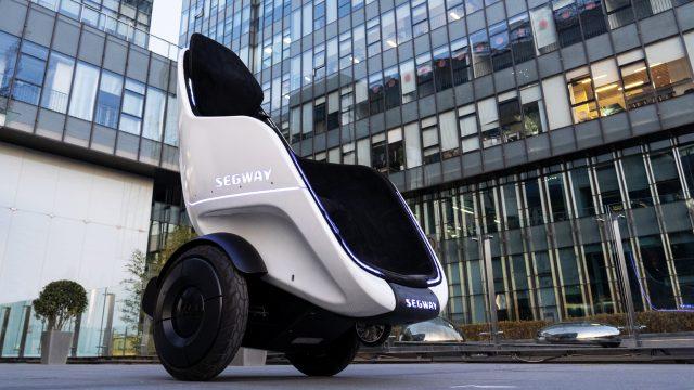 In diesem selbstbalancierenden Segway kannst Du Dich im Sitzen fortbewegen. Foto: Segway-Ninebot