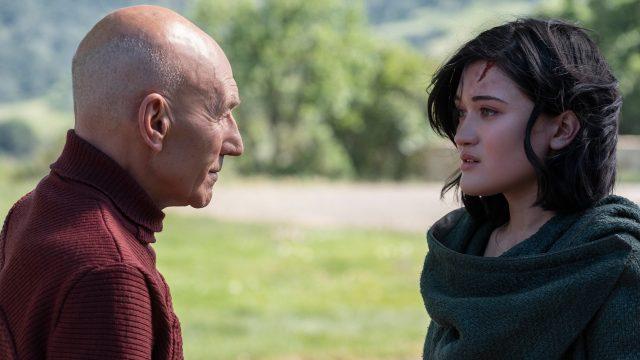 """Bild aus """"Star Trek: Picard"""": Die junge Dahj bittet den Captain um Hilfe."""