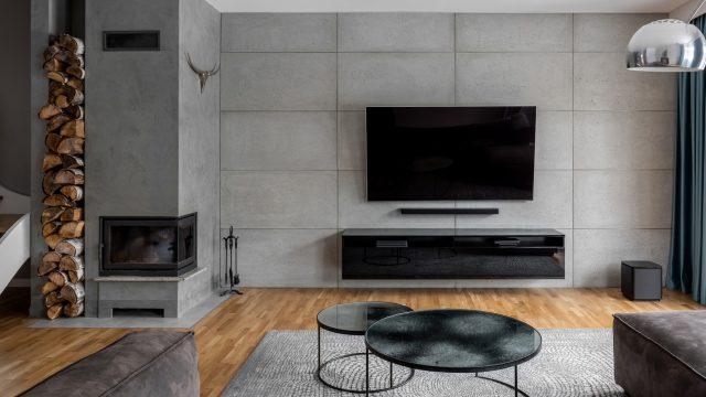 Design-Wohnzimmer mit Flach-TV an der Wand