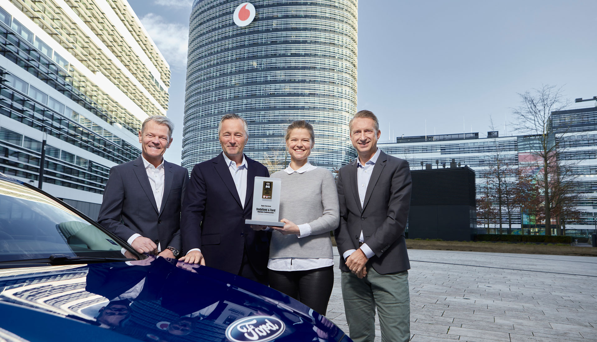 Nie mehr Parkplatzsuche. Vodafone und Ford gewinnen den Connected Car Award 2019.