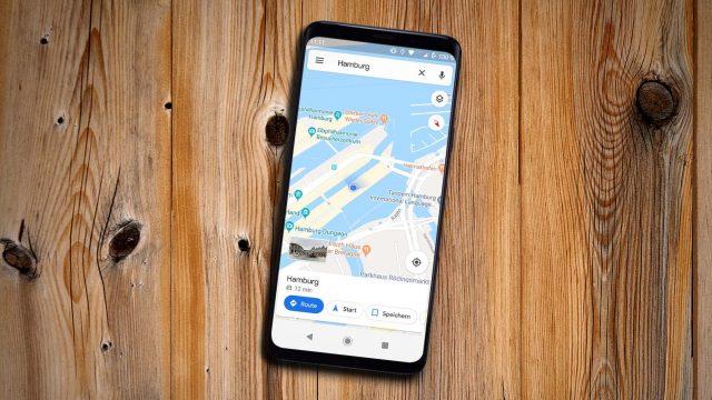 Google Maps auf einem Smartphone zeigt Speicherstadt in Hamburg