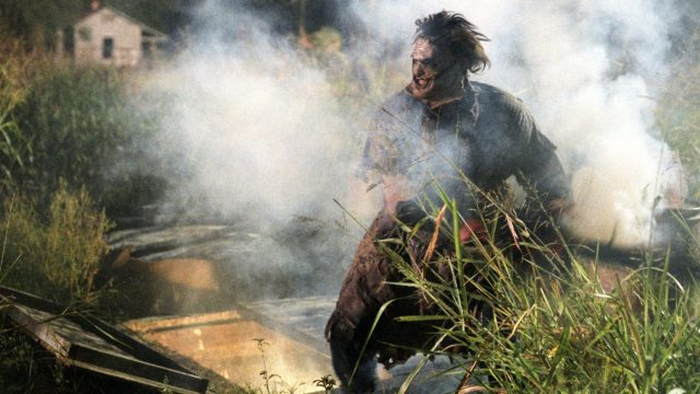 "Leatherface im Film ""Michael Bay's Texas Chainsaw Massacre""."