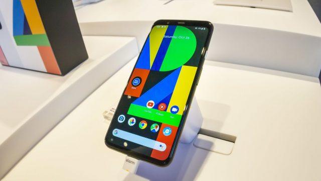 Das Google Pixel 4 in New York ausgestellt.