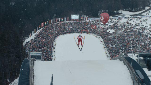 GigaCable Max Skispringer im Sprung