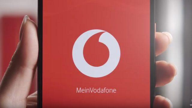MeinVodafone-App auf dem Smartphone in einer Hand