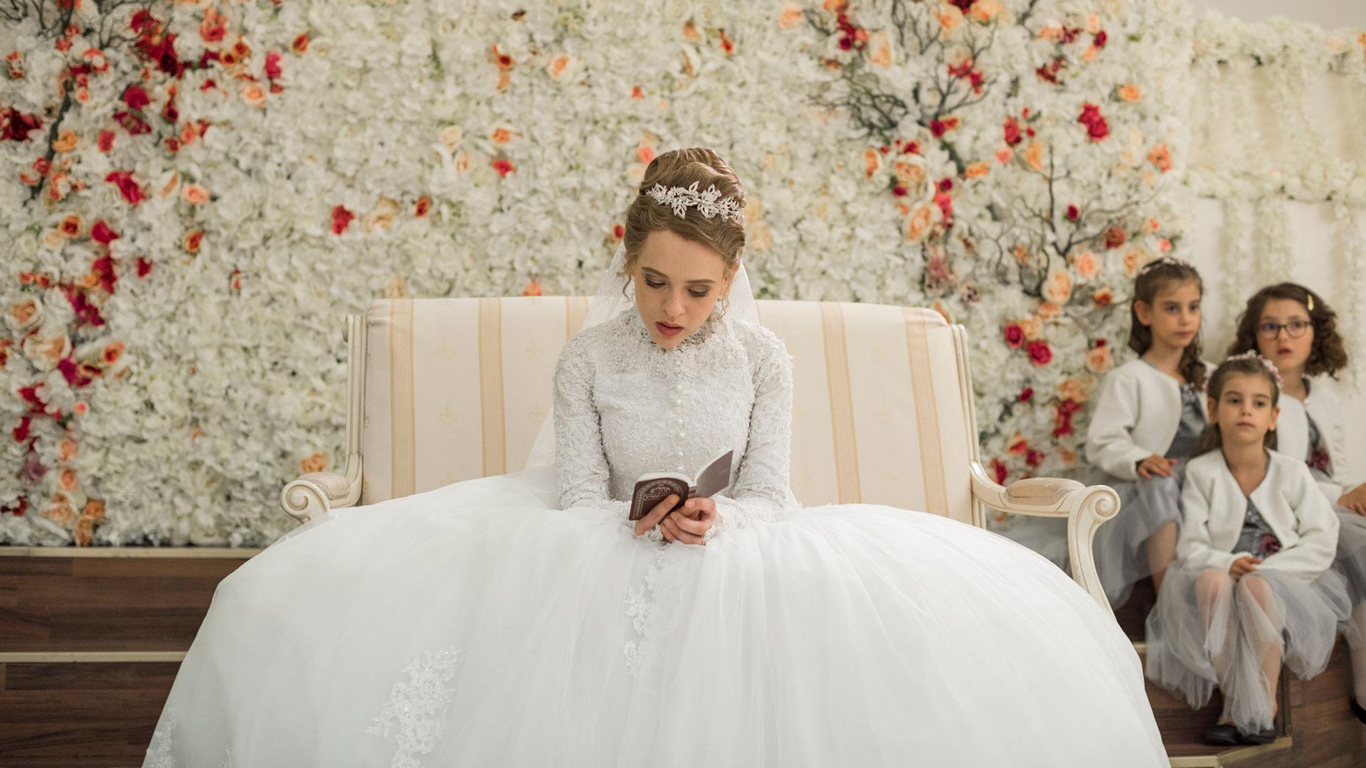 Esty im Brautkleid an ihrer Hochzeit