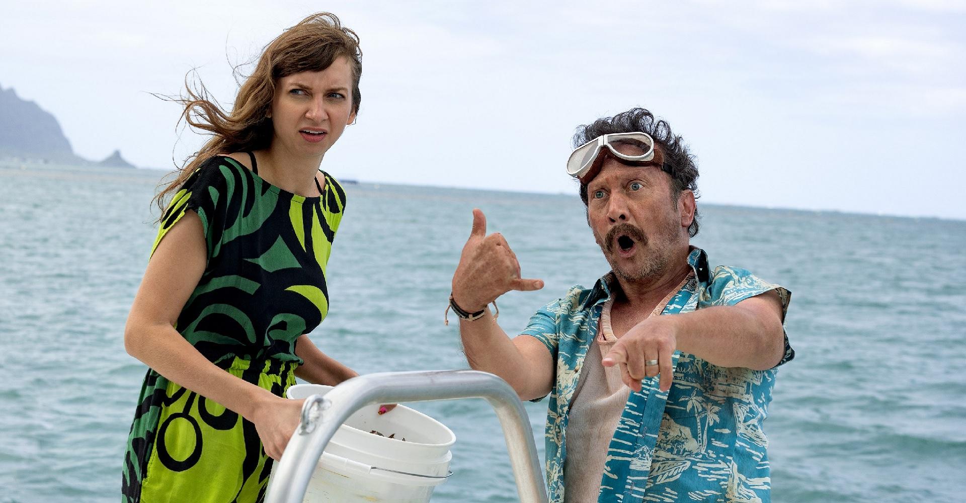 Lauren Lapkus und Rob Schneider in The Wrong Missy