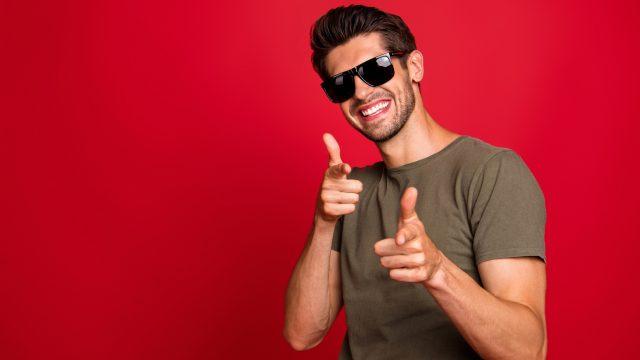 Mann mit Sonnenbrille