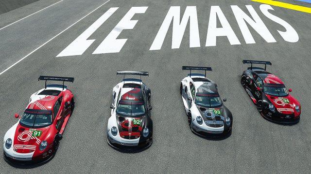 """Vier Rennwagen sind auf der virtuellen Strecke von """"24h Le Mans Virtual"""" zu sehen."""
