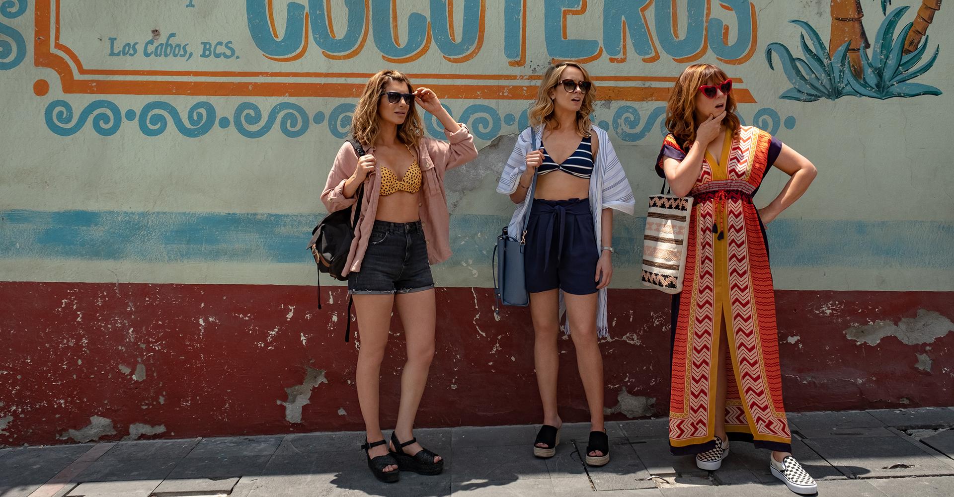 Nasim Pedrad, Anna Camp und Sarah Burns in Desperados von Netflix