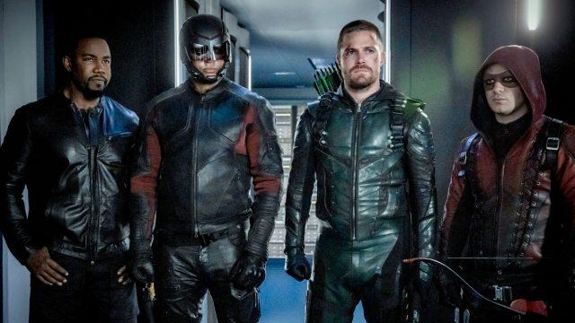 "Michael Jai White, David Ramsey, Stephen Amell und Colton Haynes in ""Arrow"""