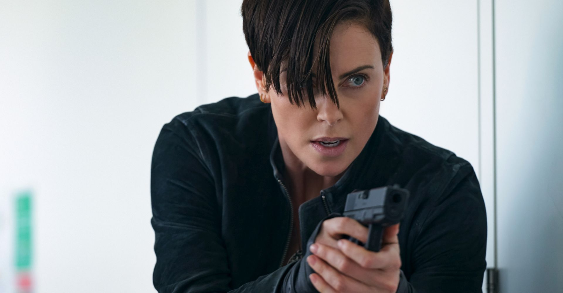 """Charlize Theron im Netflix-Film """"The Old Guard""""."""