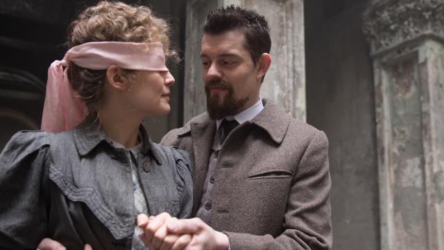 """Rosamund Pike und Sam Riley in """"Marie Curie – Element des Lebens"""""""