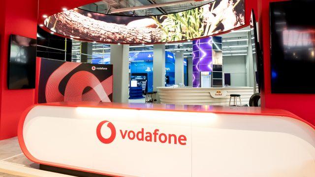 """Der Vodafone-Stand in der neuen E-Arena """"Xperion""""."""