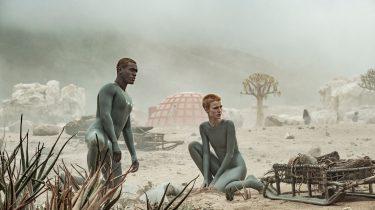 Raised by Wolves: Erlebe Ridley Scotts Serien-Dystopie exklusiv auf TNT Serie HD