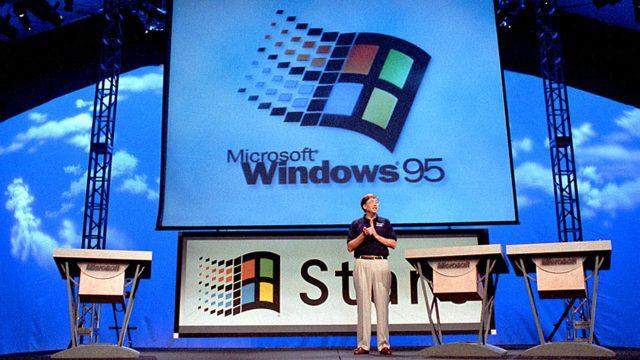 Bill Gates bei dem Launch von Windows 95 im Jahr 1995