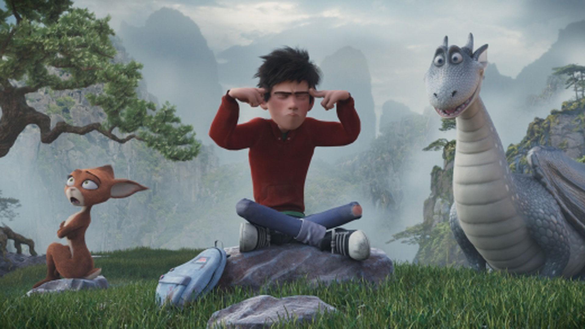 Koboldmädchen Schwefelfell, Jungdrache Lung und der Wasienjunge Ben sitzen auf einer Wiese. Ein Szenenbild aus dem Animationsfilm Drachenreiter
