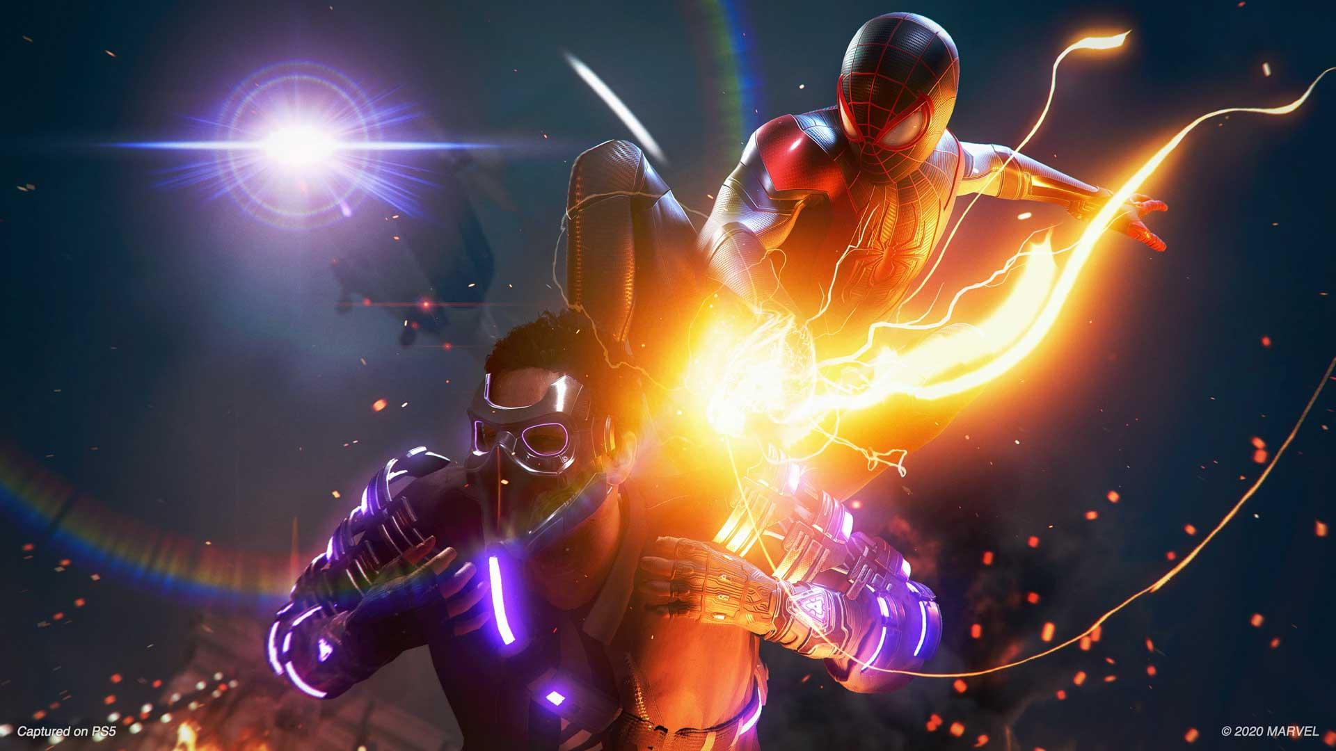 Spider-Man springt auf einen Gegner