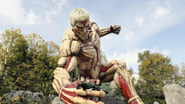 Attack-on-Titan-Figur in den Universal Studios Japan
