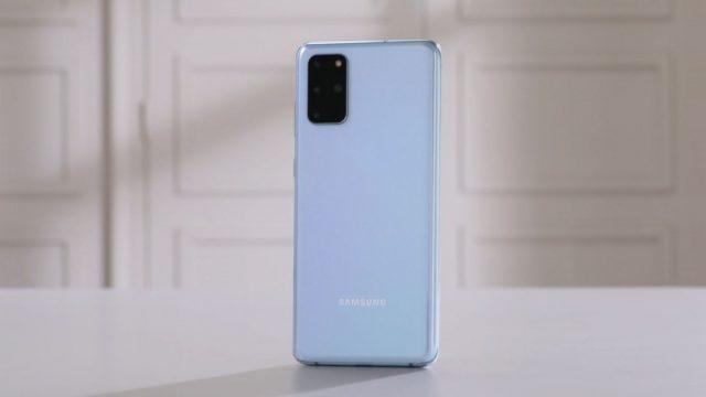 Das Samsung Galaxy S20+ in Blau