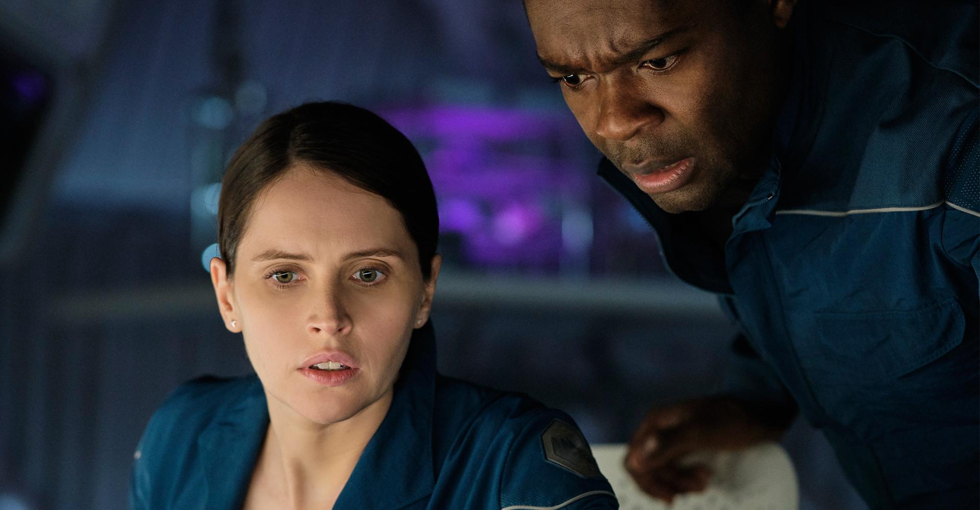 Felicity Jones und David Oyelowo in The Midnight Sky