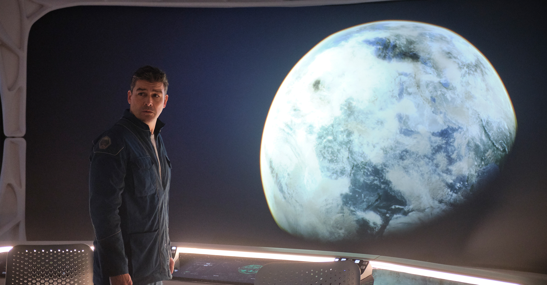 Kyle Chandler in The Midnight Sky