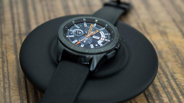 Induktives Laden am Beispiel einer Smartwatch.