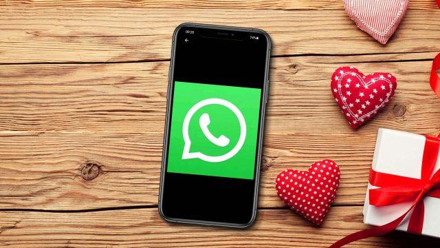 WhatsApp-Logo mit Herzen