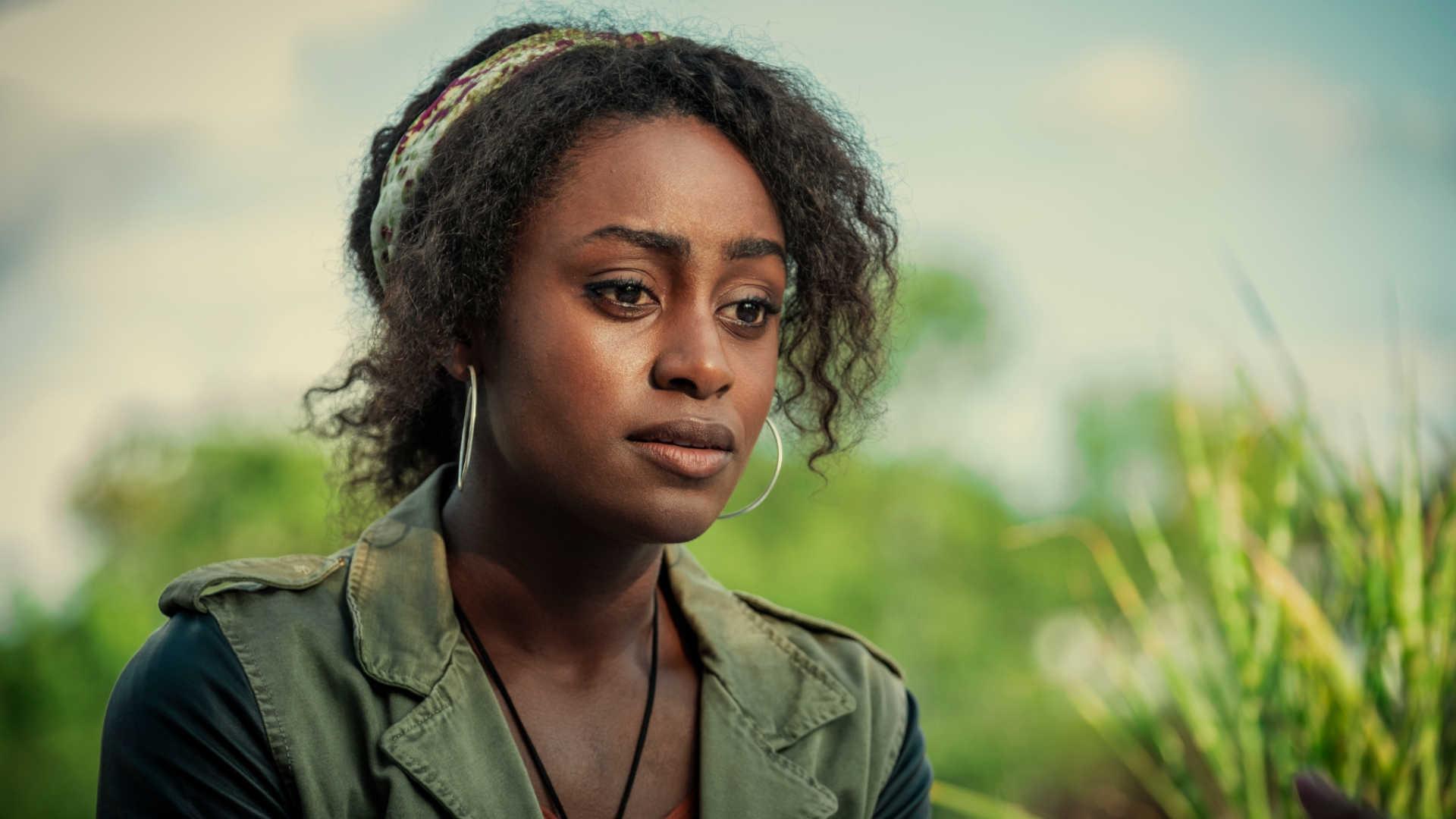 Simone Brown als Louise in Sie weiß von Dir bei Netflix