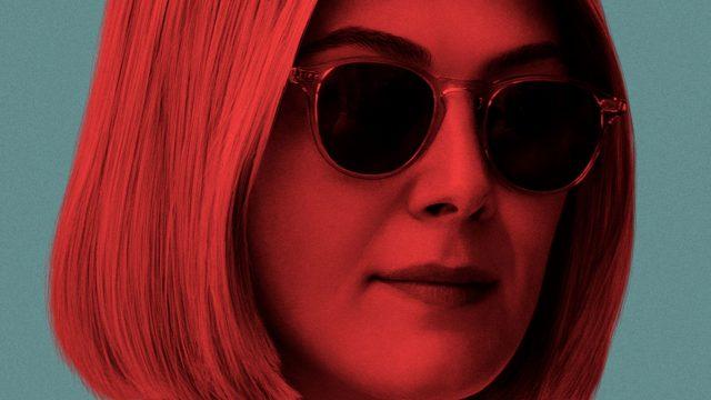 Rosamund Pike auf dem Poster zu Netflix' I Care a Lot