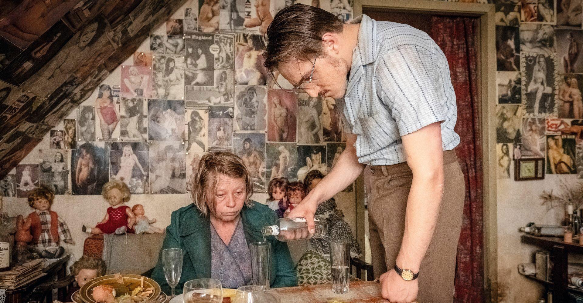 Jonas Dassler und Margarete Tiesel in Der goldene Handschuh