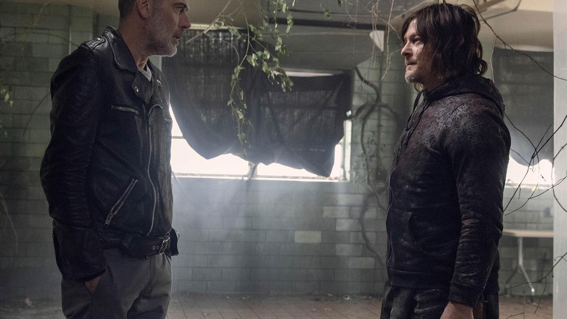 Negan und Daryl stehen sich gegenüber. Eine Szene aus The Walking Dead