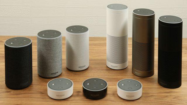 Jeweils drei Geräte der Modelle Echo, Echo Plus und Echo Dot
