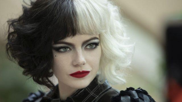 """Emma Stone als Cruella De Vil im Film """"Cruella""""."""
